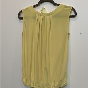 Pale yellow top